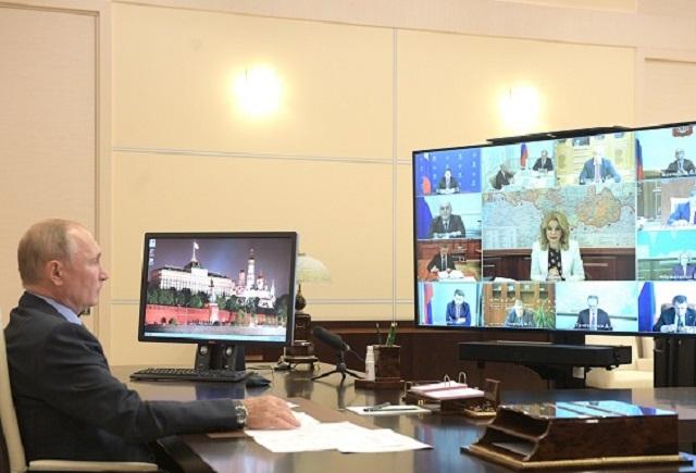 Глава МЧС доложил Путину о ситуации с паводками на Дальнем Востоке
