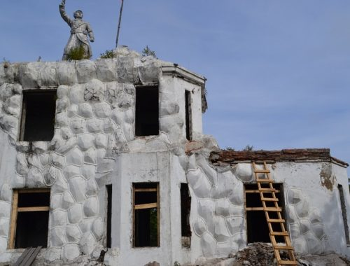 Началась реставрация Волочаевского мемориала