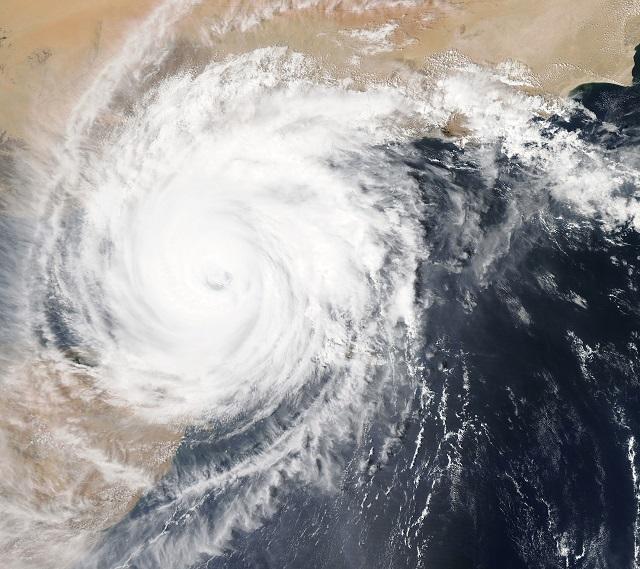 Тайфун и тропический шторм надвигаются на ЕАО