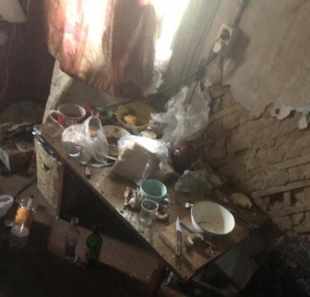 В жутких условиях жила семилетняя девочка в Биробиджане