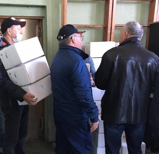 Бесплатные маски для пассажиров раздали перевозчикам в Биробиджане