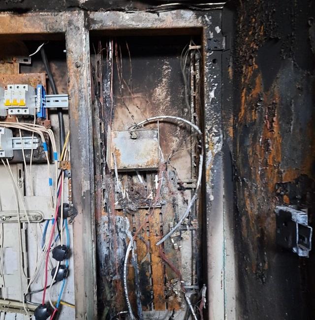 Ночью жителям многоэтажки в Биробиджане пришлось вызывать пожарных