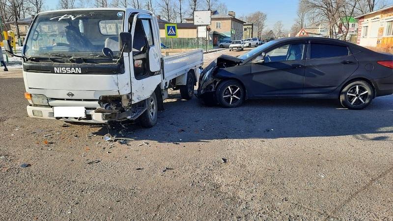 Учебный автомобиль врезался в грузовик в ЕАО