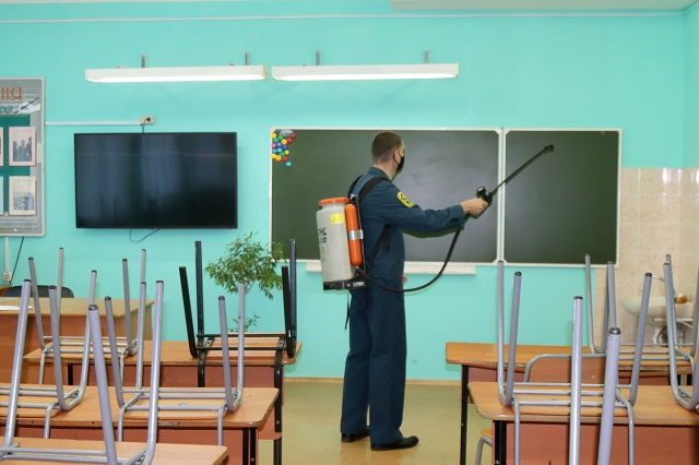 С помощью новейшего озонатора дезинфицируют школы и детские сады в Биробиджане