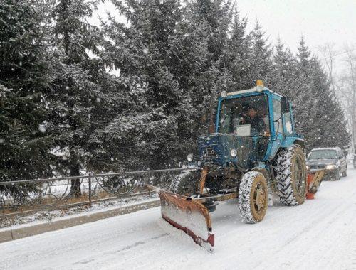 Коммунальщики вышли на уборку снега в Биробиджане