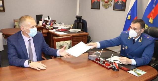 Предостережение объявлено главе комитета образования ЕАО Михаилу Калманову