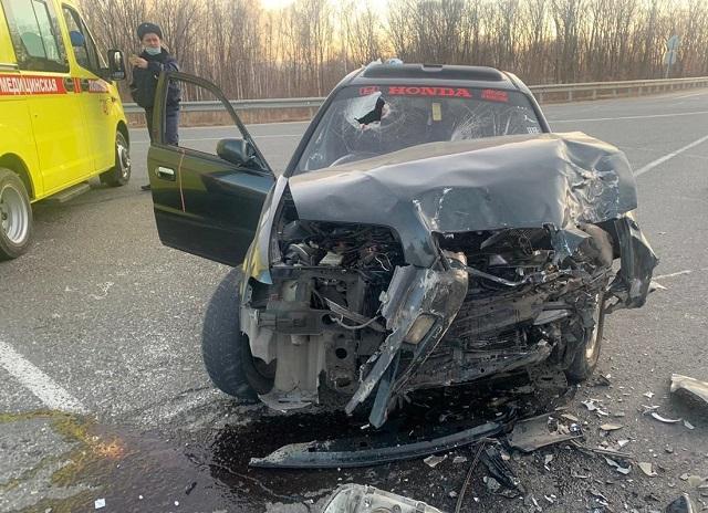 Водитель легковушки пострадал при столкновении с грузовиком в ЕАО