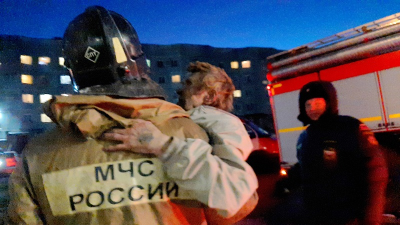 Трех человек спасли из горящей квартиры биробиджанские огнеборцы