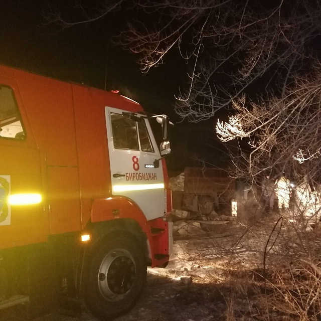 Гибель человека при пожаре в полуприцепе расследуют в Биробиджане