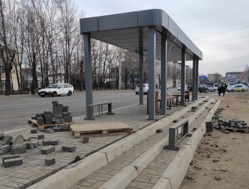 Тринадцать специалистов из Новосибирска помогают достраивать биробиджанские остановки