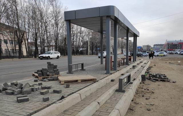 Крупный штраф назначили подрядчику, возводившему новые остановки в Биробиджане