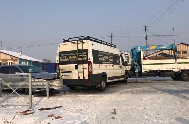 Пассажиры пострадали при столкновении автобуса с грузовиком и автомобилем в ЕАО