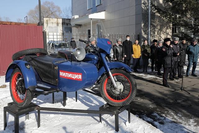 Памятник ретро-мотоциклу открыли в Биробиджане