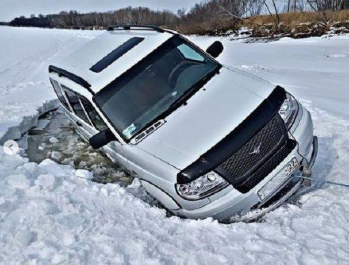 В ЕАО под лед провалились несколько автомобилей