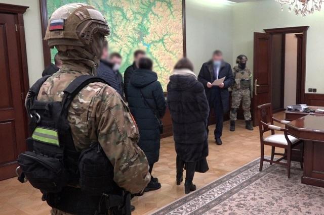 Российского губернатора подозревают в получении взятки на 31 млн рублей