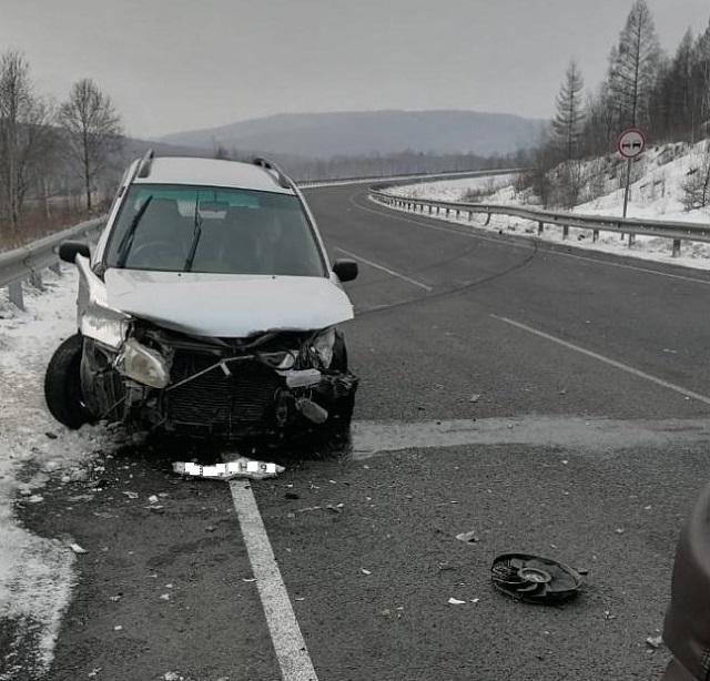 Водитель иномарки врезался в металлическое ограждение в ЕАО