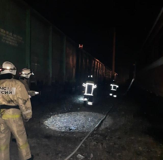 Дважды огнеборцы ЕАО тушили возгорание угля в железнодорожном поезде