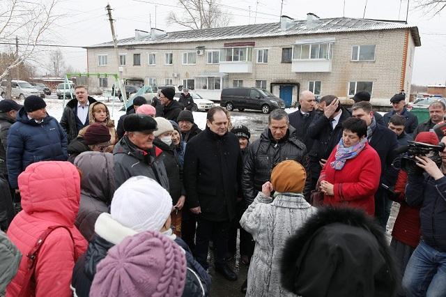 Полпред Юрий Трутнев встретился с жителями поселка Смидович ЕАО