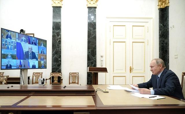 Медицина, транспорт, строительство: Путин озвучил поручения по развитию Дальнего Востока