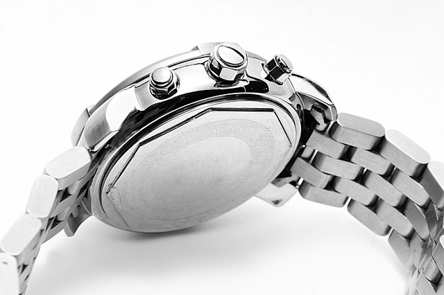 Сломанные часы и бумагу прислали биробиджанцу вместо заказанного телефона