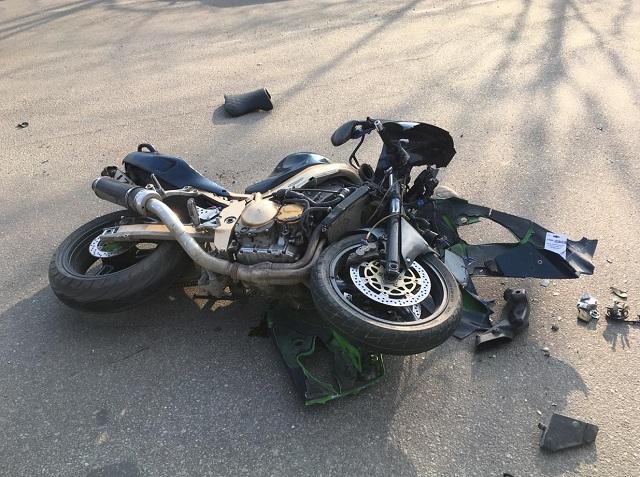 Легковушка столкнулась с мотоциклом в Биробиджане