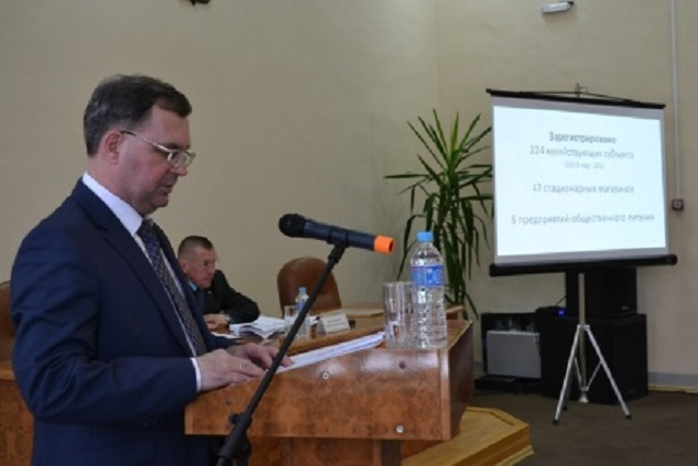 Глава Биробиджанского района в свой последний рабочий день отчитался перед депутатами