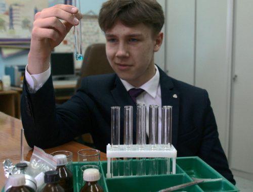 Школьник из Биробиджана победил в конкурсе научно-исследовательских работ на базе ДВГМУ