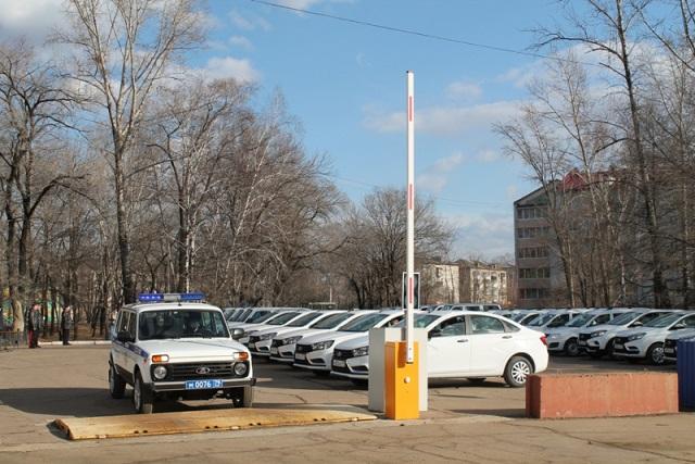 Полицейским ЕАО вручили ключи от 30 новых служебных машин