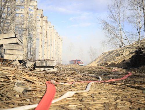 Только на четвертые сутки удалось потушить пожар на складе деревоотходов в Биробиджане
