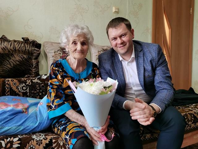 «Вы — наш главный советник, критик и помощник в микрорайоне Биробиджан-2»: Галину Кашапову поблагодарили за активную работу