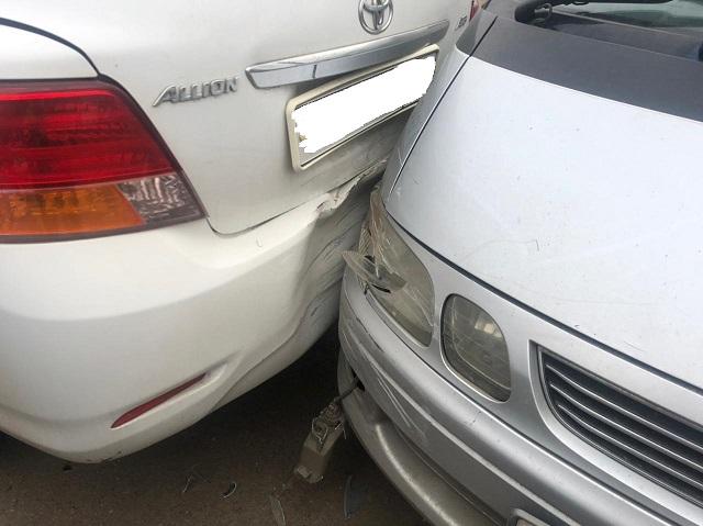 Пьяный водитель наехал на стоящий автомобиль в Биробиджане