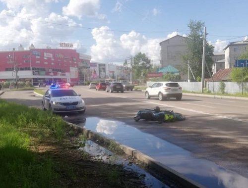 Мотоциклист устроил погоню с ДПС в Биробиджане и попал в аварию