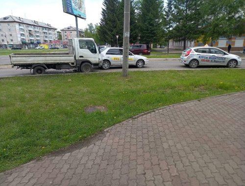 Тройное ДТП с участием такси и учебки случилось в Биробиджане
