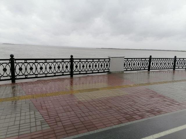 Разрушенный ледоходом участок набережной в Хабаровске восстановили