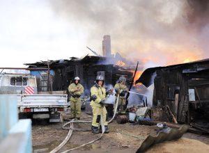 Девушка-подросток спаслась из горящего дома в ЕАО