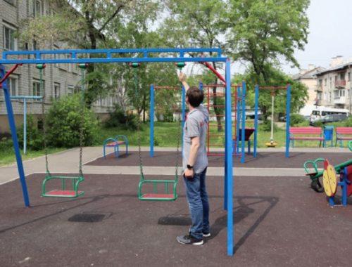Детскую площадку возле областной филармонии общественники признали опасной