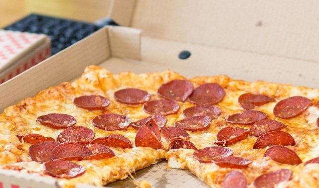 Курьер по доставке пиццы попался на уловку мошенников в Биробиджане