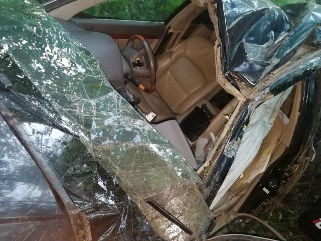 Жуткое ДТП в ЕАО: машина всмятку, пострадавших увезли на скорой