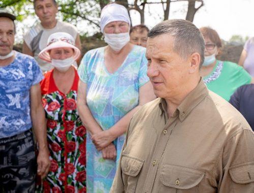 Полпред президента РФ в ДФО Юрий Трутнев осмотрел зону подтопления в ЕАО