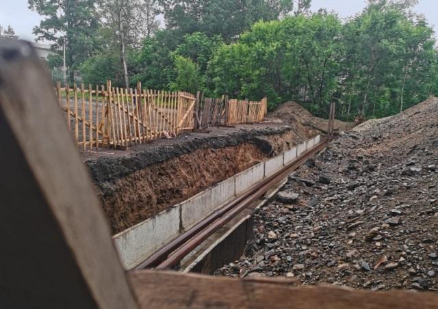В Биробиджане временно закроют участок дороги